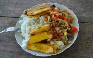 Essen Reis Gemüse Bananen
