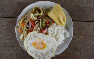 Essen Reis Gemüse Spiegelei